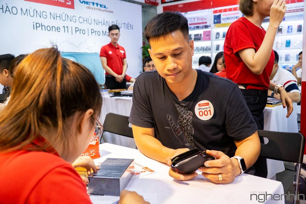 CellphoneS giao iPhone 11 Series chính hãng VN/A đầu tiên rạng sáng 1/11 đến tay người dùng, giá từ 21 triệu ảnh 7