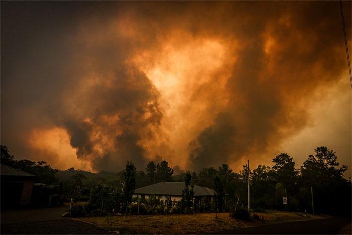Đợt nắng nóng kéo dài ở Úc đã liên tiếp gây ra nhiều vụ cháy rừng.