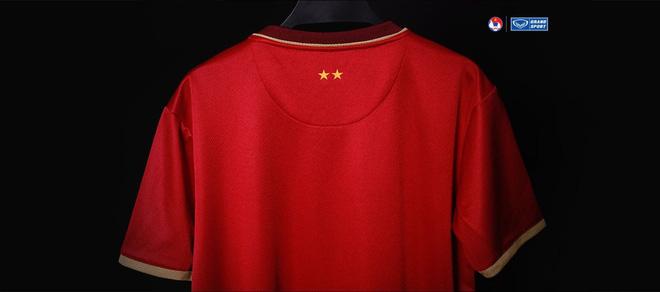 Quang Hải cực ngầu khi tiết lộ mẫu áo đấu mới của tuyển Việt Nam 2020, fan đồn đoán dưới tay anh là hoa sen hay rồng vàng? - Ảnh 3.