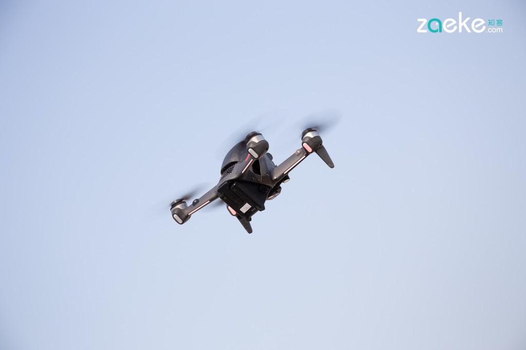 DJI công bố máy bay không người lái đua góc nhìn thứ nhất FPV đầu tiên ảnh 3