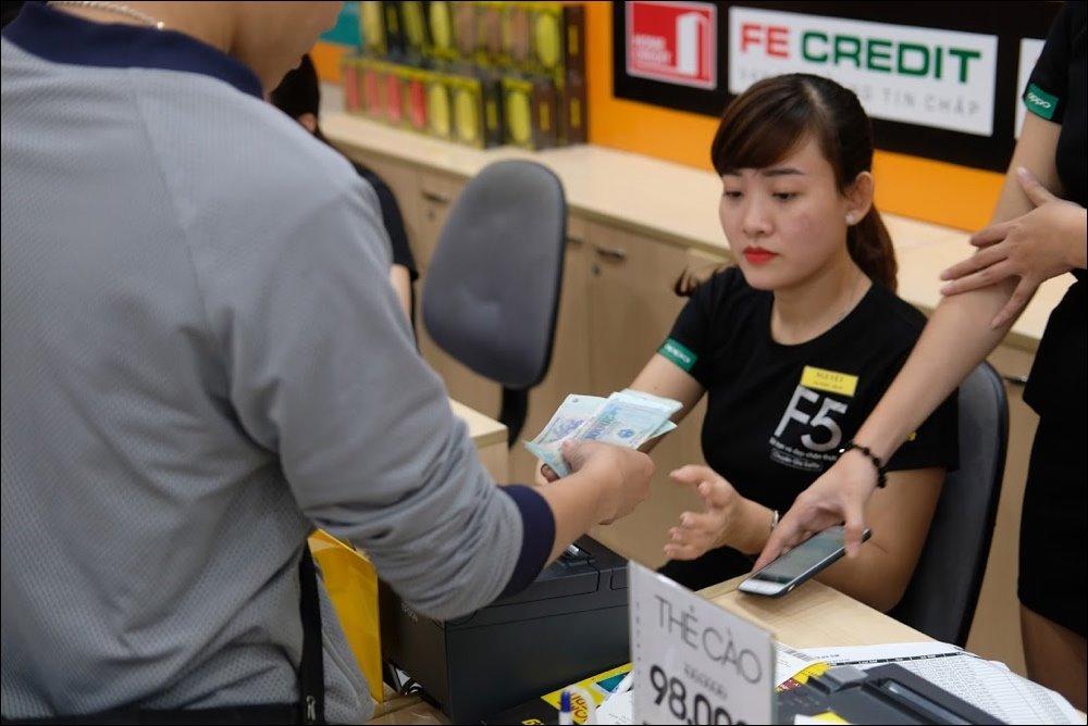 Không còn người xếp hàng mua siêu phẩm, Thế Giới Di Động và FPT Shop phải làm gì?