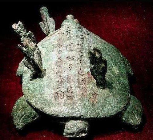 Những điều được mô tả trong 32 chữ khắc trên lưng ba ba cũng rất huyền thoại.