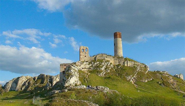 Tàn tích lâu đài Olsztyn ở Ba Lan