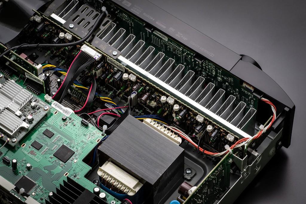 Marantz NR1711 – Receiver 8K siêu mỏng, 90W x 7 kênh, ngập công nghệ ảnh 7