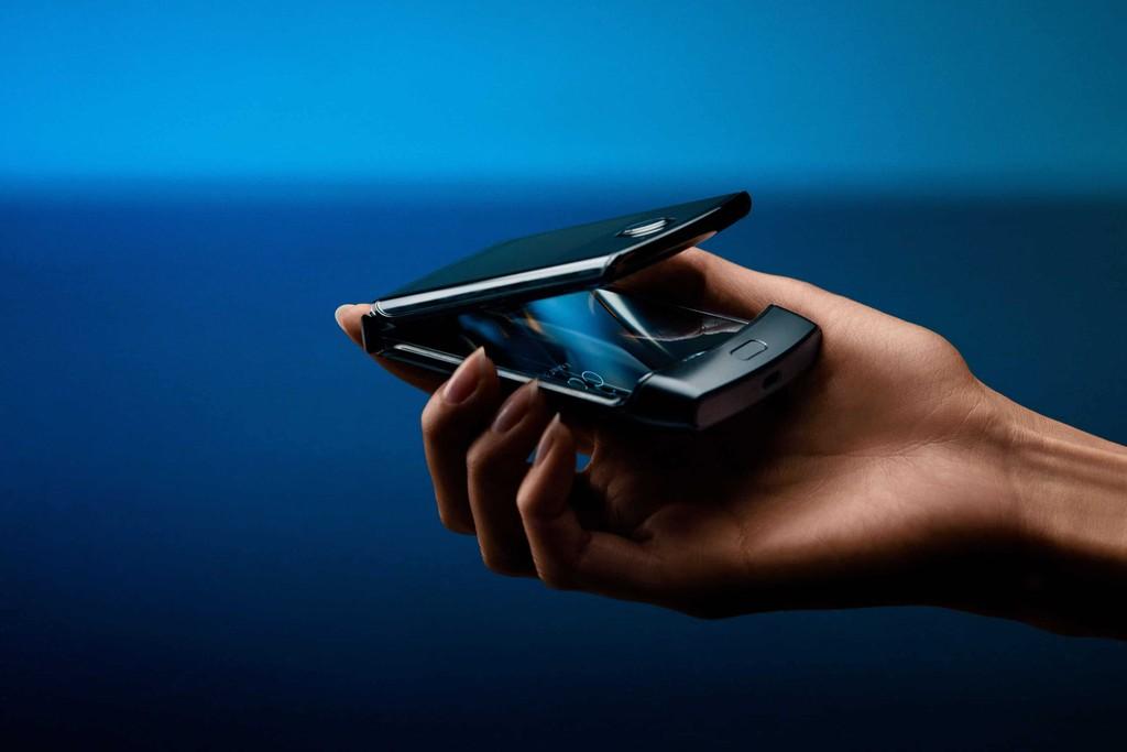 Motorola Razr 2 lộ ảnh sắc nét: cảm ứng viền hỗ trợ sử dụng cả khi gập lại ảnh 3