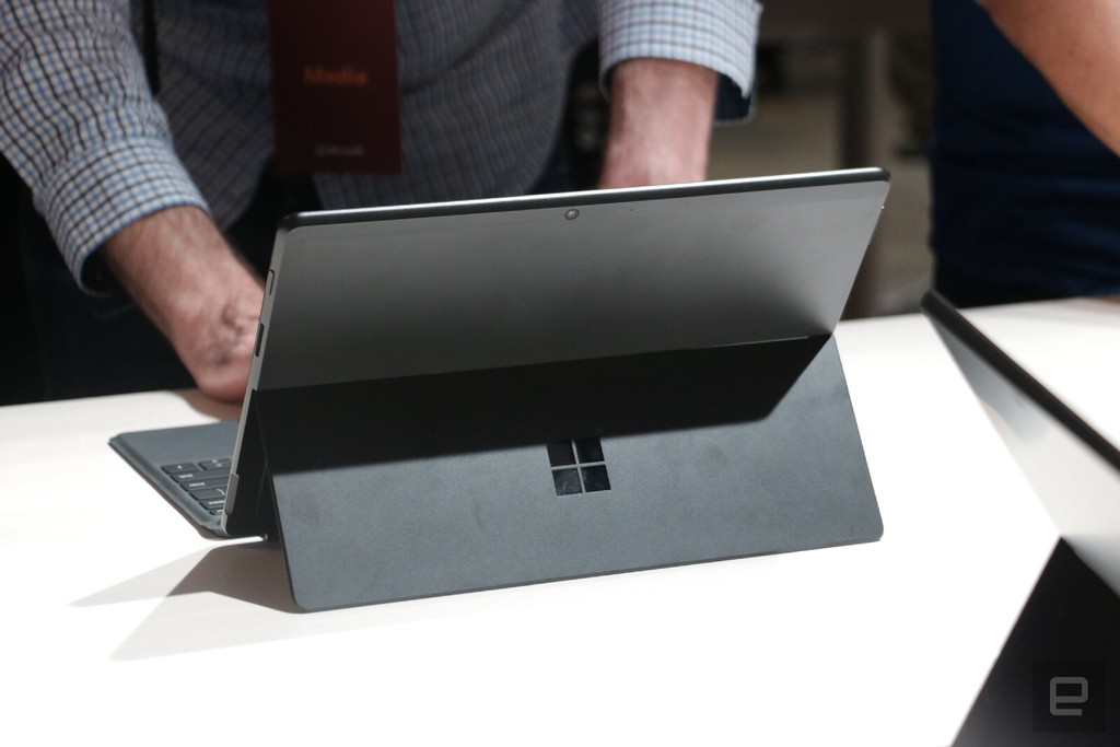 Surface Pro X: chiếc Surface đẹp nhất Microsoft từng tạo ra, giá từ 999 USD ảnh 6