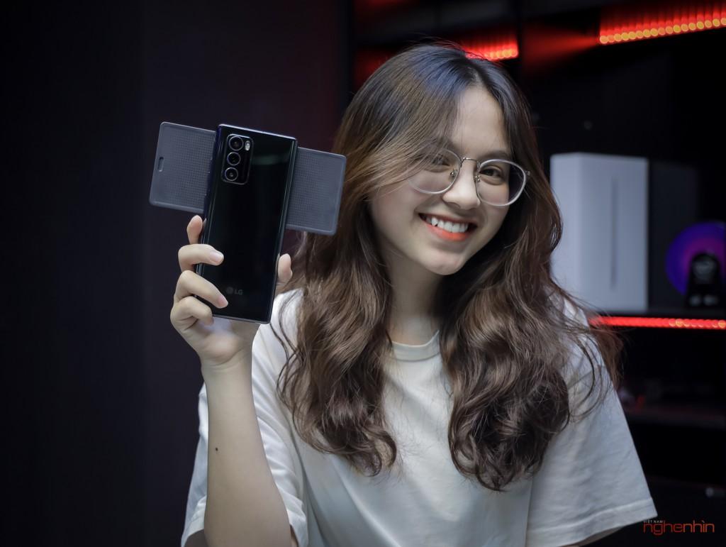 Trên tay LG Wing tại Việt Nam: màn hình xoay chữ T siêu dị  ảnh 1