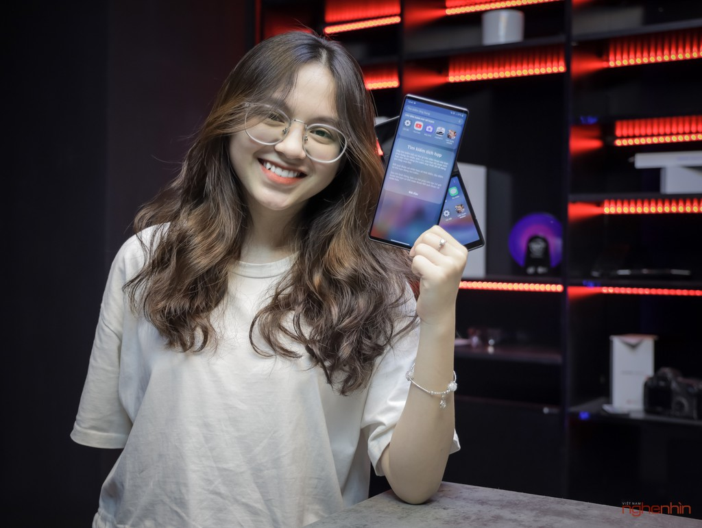 Trên tay LG Wing tại Việt Nam: màn hình xoay chữ T siêu dị  ảnh 5