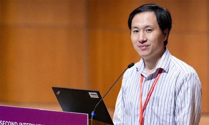 Nhà khoa học Hạ Kiến Khuê bị phạt tù ba năm và phải nộp khoản tiền phạt 430.000 USD.