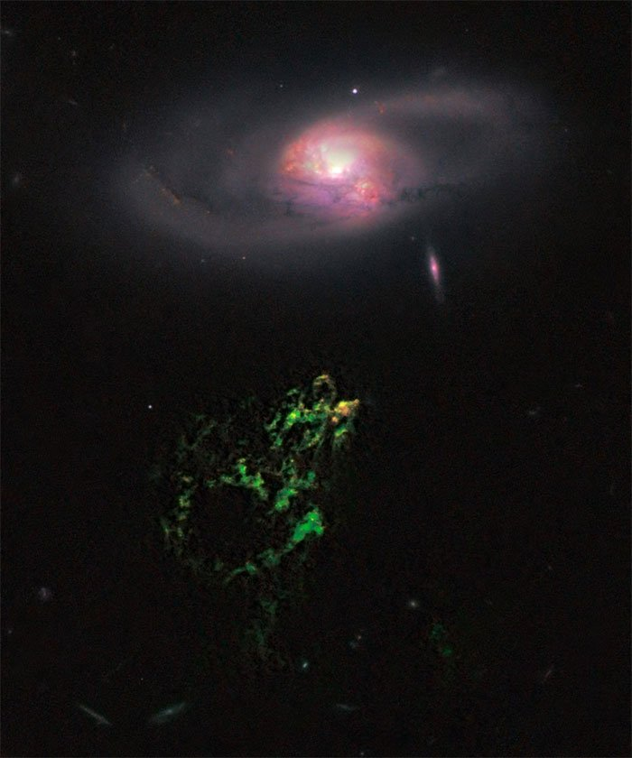 Hannys Voorwerp và IC 2497 được chụp bởi thiết bị WFC3 của Kính thiên văn Không gian Hubble.