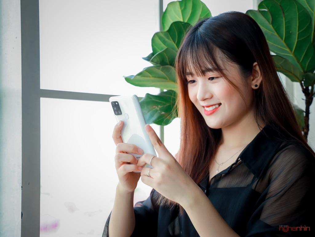 Trên tay smartphone giá rẻ Galaxy A21s nhưng có 4 camera, pin 5.000 mAh  ảnh 1