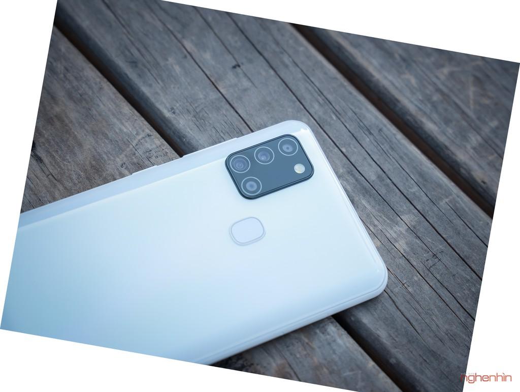 Trên tay smartphone giá rẻ Galaxy A21s nhưng có 4 camera, pin 5.000 mAh  ảnh 2
