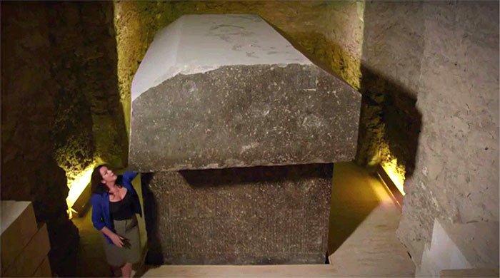 Quan tài đá 90 tấn trong nghĩa trang Saqqara.