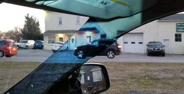 Camera gắn bên ngoài cột A phía ghế phụ, hình ảnh thu lại được phát trực tiếp bên trong từ máy chiếu