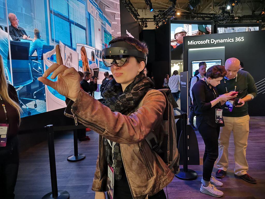 """HoloLens 2 – Chiếc tai nghe kiêm kính thực tế ảo """"sang chảnh"""" của Microsoft ảnh 5"""