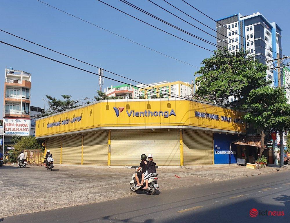 Hình ảnh hàng loạt cửa hàng Viễn Thông A đóng cửa, dấu ấn của anh cả ngành bán lẻ sắp biến mất