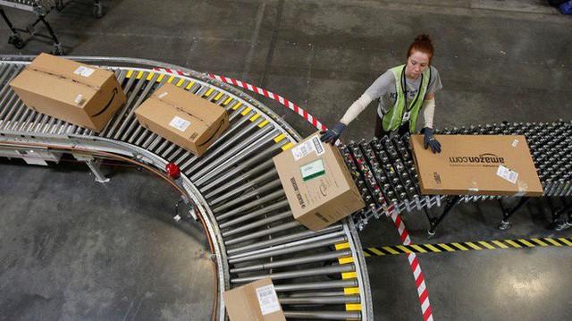 Ở Amazon, robot có thể đuổi việc con người nếu thấy hợp lý - Ảnh 1.