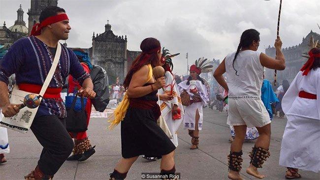 Gần 700 năm sau, một số người Mexico vẫn kỷ niệm ngày thành lập thủ đô cổ đại của Mexico, Tenochtitlán