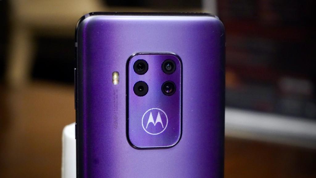 IFA 2019: Motorola One Zoom, camera hầm hố, vân tay dưới màn hình, giá 450 USD ảnh 5
