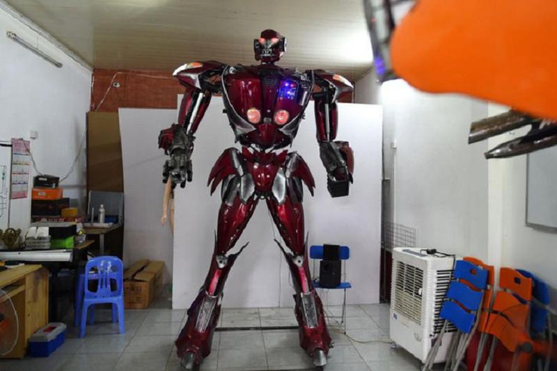 Viet Nam che tao thanh cong robot phong cach Transformers