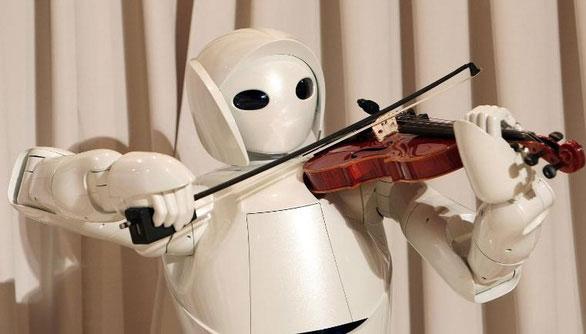 Một robot chơi đàn của Hãng Toyota năm 2007