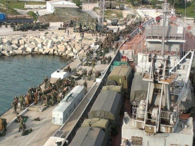 Nong: Nga chuyen them xe tang T-90 den Syria, quyet cham dut chien tranh?