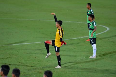 U23 Myanmar mac ao cong nghe cao, tap cung day khang luc hinh anh 4