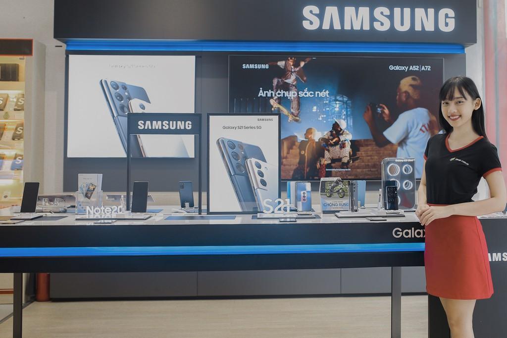 FPT Shop giảm đến 11 triệu đồng và nhân đôi bảo hành cho điện thoại Samsung ảnh 1