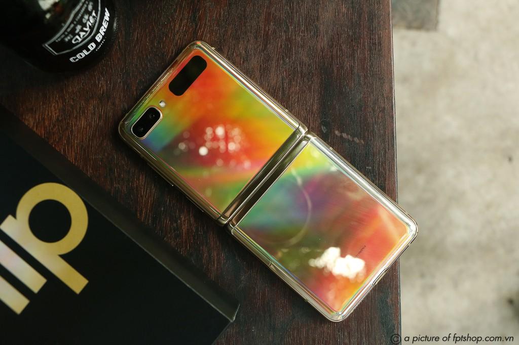 FPT Shop giảm đến 11 triệu đồng và nhân đôi bảo hành cho điện thoại Samsung ảnh 3