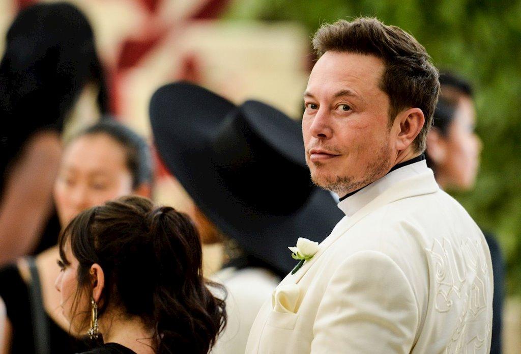 """Đến Mỹ với 2.000 USD và vali đầy sách, """"gã điên"""" Elon Musk nay đã dưới vài người, trên tỷ người"""