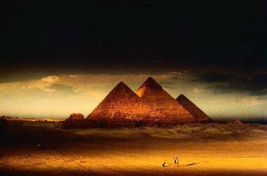 Xây dựng kim tự tháp