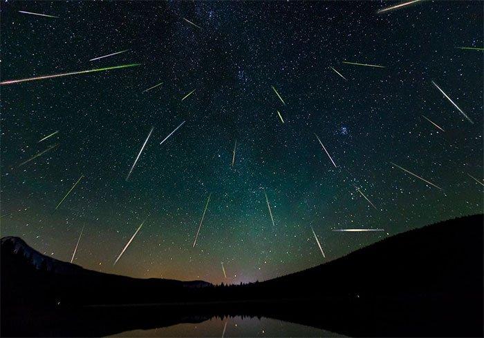 Mưa sao băng Perseids đạt cực đại vào đêm ngày 12/8.