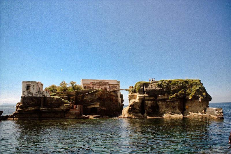 Hòn đảo bị nguyền rủa Gaiola, Ý