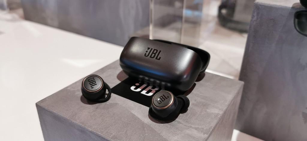 JBL Live 300TWS – Có chống ồn, lần đầu tiên tích hợp tối ưu âm thanh cá nhân ảnh 2