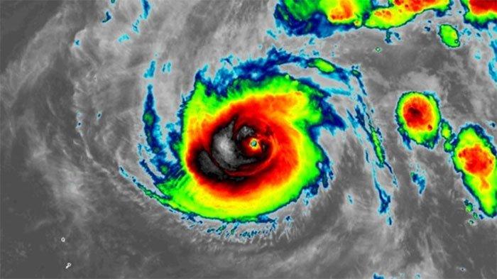 Siêu bão đạt sức gió 305 km/giờ chỉ sau 3 ngày.