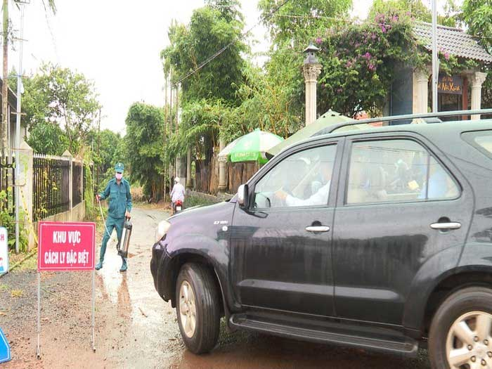 Lập chốt phòng chống dịch bạch hầu ở Bu Ndoh, xã Đắk Wer.