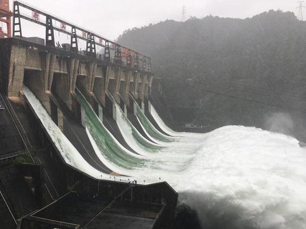 Đập thủy điện Tân An Giang mở toàn bộ 9 cổng xả