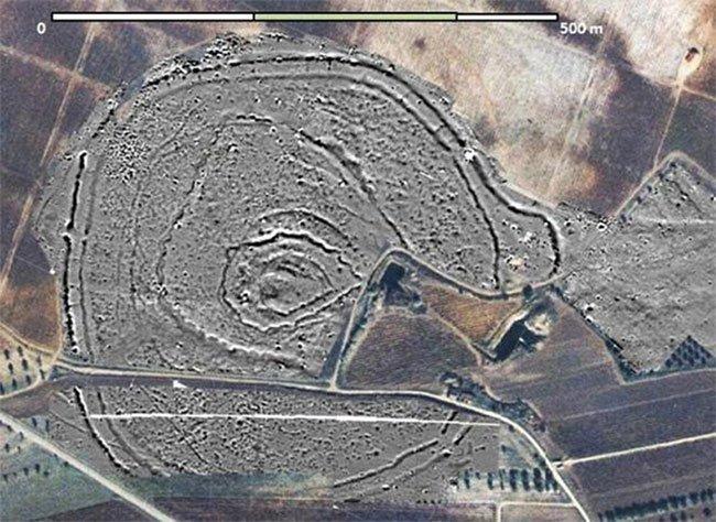 Địa điểm phát hiện dấu tích vòng tròn gỗ đường kính 20m thời Đồ Đá mới