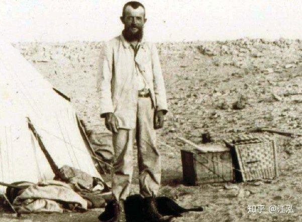 Ernst Stromer tại sa mạc Bắc Phi.