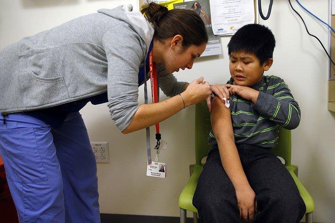 Trẻ em tại Mỹ được tiêm vaccine phòng cúm năm 2013.