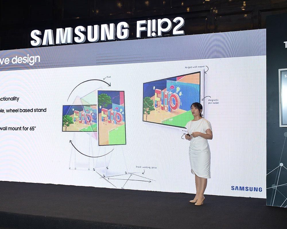Samsung Vina và CMC đưa ra thị trường bảng thông minh Samsung Flip dành cho hội họp, đào tạo