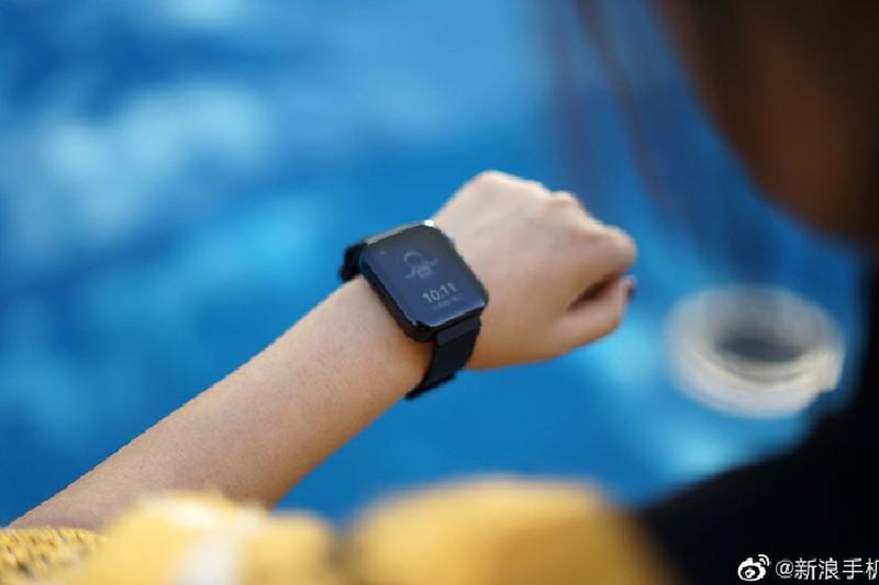 Can canh Xiaomi Mi Watch: Ban sao gia re cua Apple Watch-Hinh-9