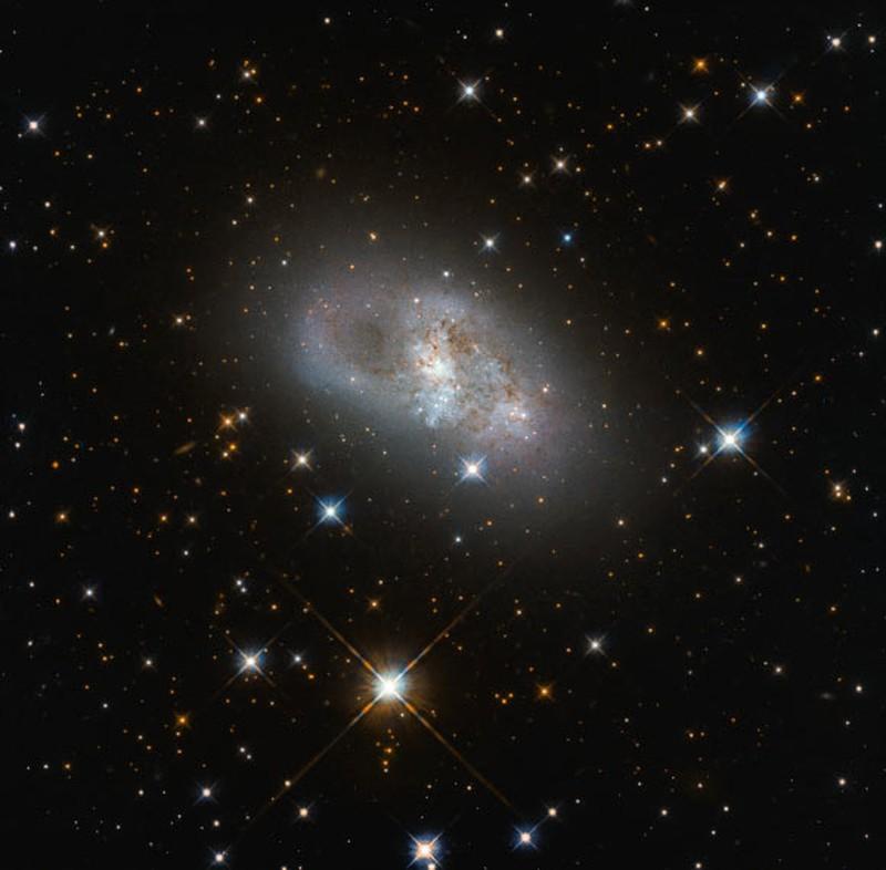 Phat hien sung sot ve thien ha xoan oc lun IC 4653