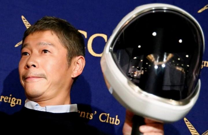 Tỷ phú Nhật tặng 9 triệu USD cho người follow Twitter để xem mọi người có hạnh phúc không