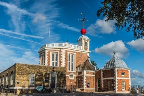 Đài thiên văn hoàng gia Greenwich, ngôi nhà chính thức của kinh tuyến gốc và giờ GMT.