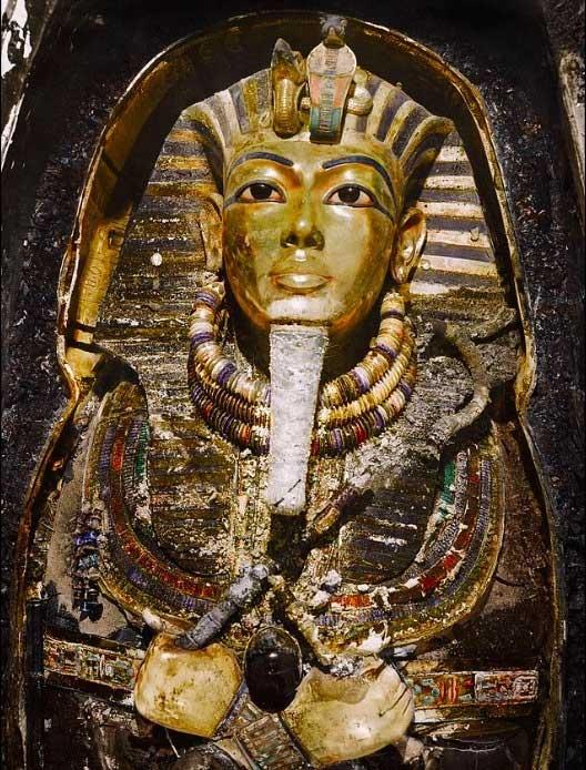 Chiếc mặt nạ của nhà vua Tutankhamun được làm bằng vàng và đá quý