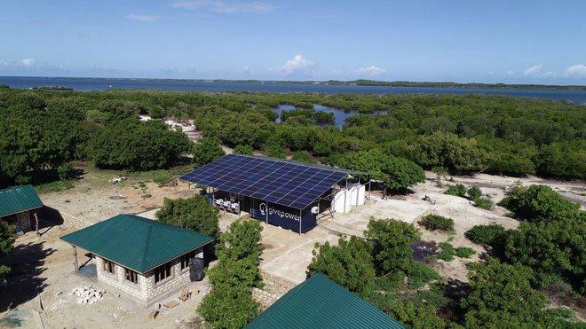 Nhà máy biến nước biển thành nước ngọt ở Kiunga, Kenya.