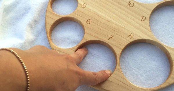 Bảng gỗ để đo độ mở cổ tử cung