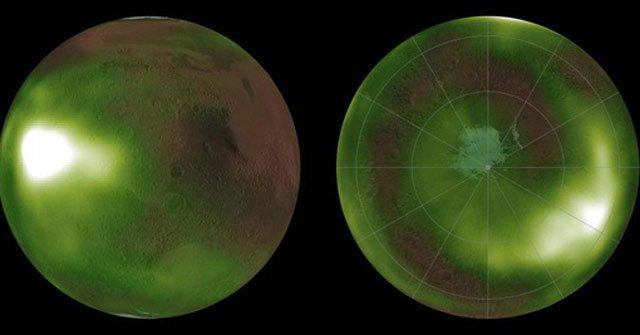 Vùng xích đạo (trái) và vùng cực (phải) phát sáng