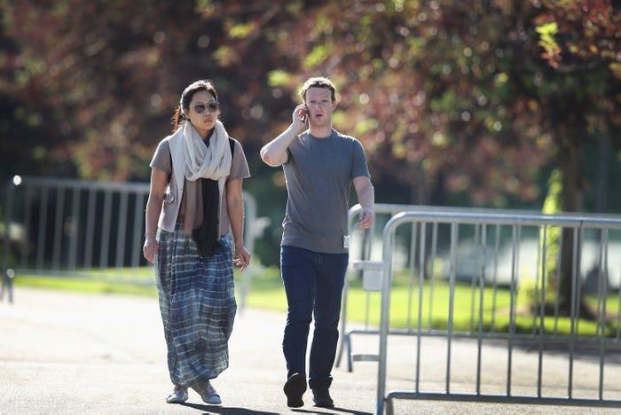 Nhìn lại thử thách 10 năm của Mark Zuckerberg: từ đeo cà vạt mỗi ngày, chỉ ăn thịt con vật mình giết được tới giải cứu Facebook